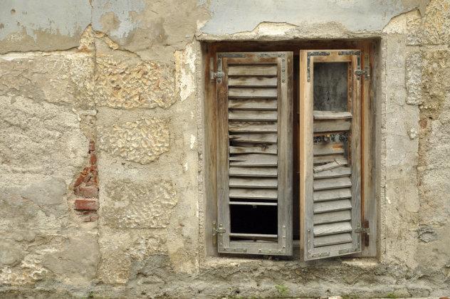 alten hölzernen Fensterläden